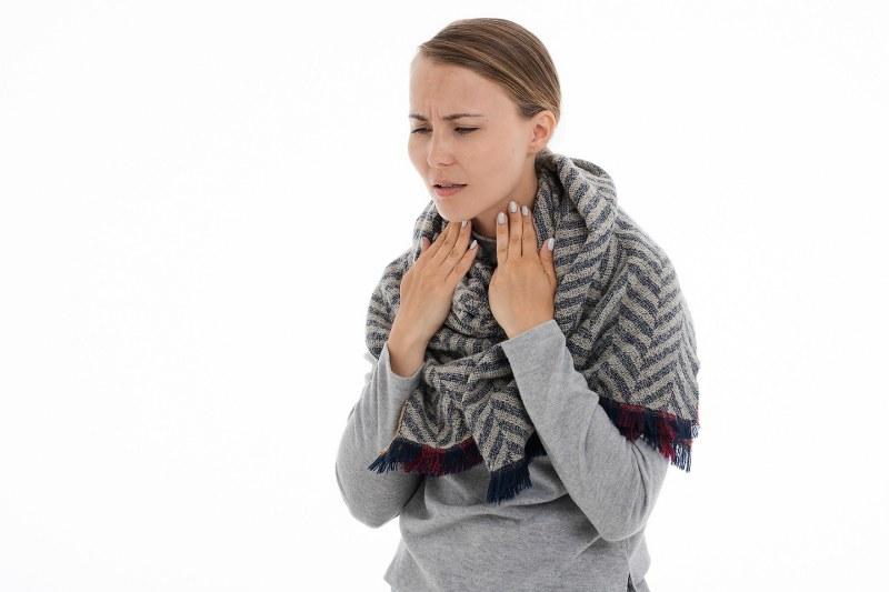 Curare il mal di gola in gravidanza? Prodotti naturali o no?